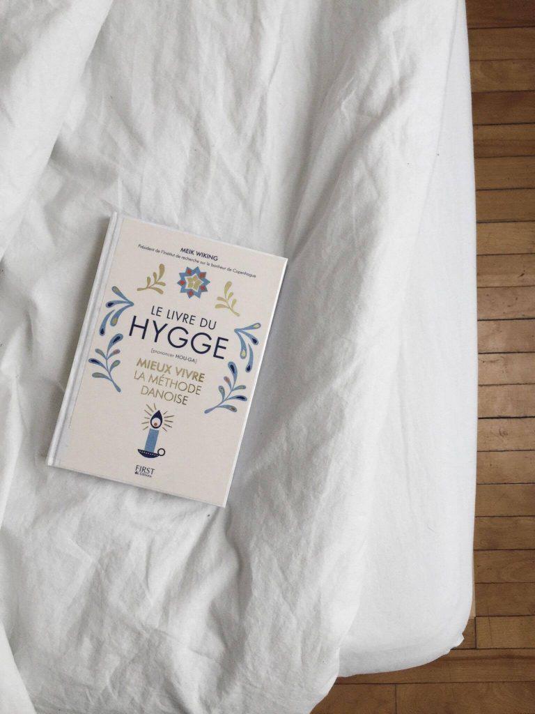 le livre du hygge mieux vivre la m thode danoise vivre avec moins. Black Bedroom Furniture Sets. Home Design Ideas